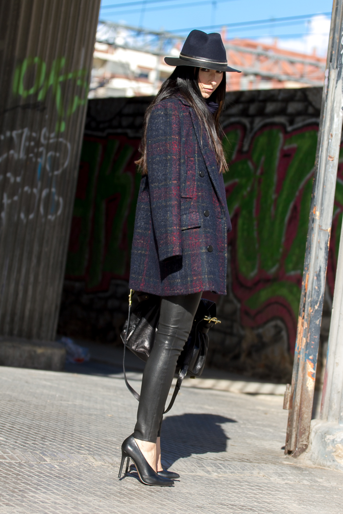 Streetstyle with hat and leather trousers by Muubaa