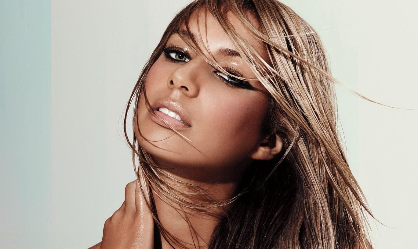 http://1.bp.blogspot.com/-qZXydYXq0bU/UE0VqBbGapI/AAAAAAAAJ6A/ZFQ_qHO4HiI/s1600/Leona+Lewis+Wet+Lips+And+Cute+Eyes+Sexy+Face+Photoshoot.jpg