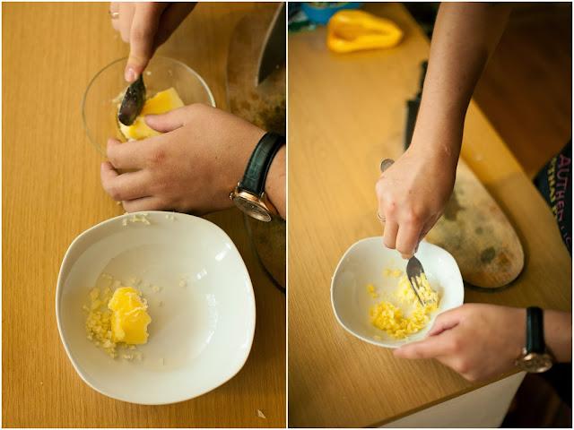 смешиваем чеснок и топленое масло