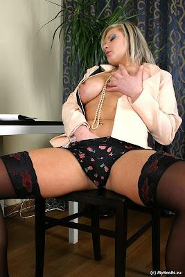 Malina_Secretary in stockings_4