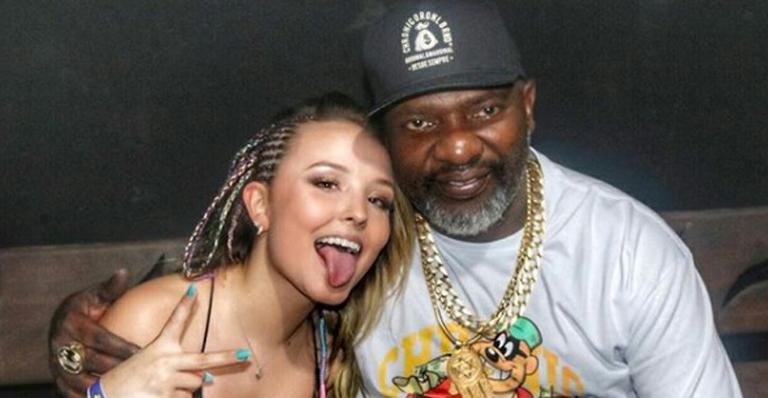 """Larissa Manoela se diverte com Mr. Catra em festa na Bahia: """"O papai chegou"""""""