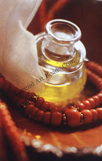 Olive oil mixes well with coral and can give it a polished and shiny look f ii becomes tarnished. A little trick: rub the beads against the side of your nose for an instantaneous shine!