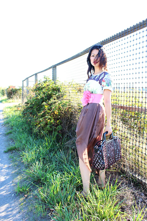 vancouver fashion blogger jasmine zhu wearing a printed dress over a sheer maxi skirt, clover canyon printed dress, street style, creative styling
