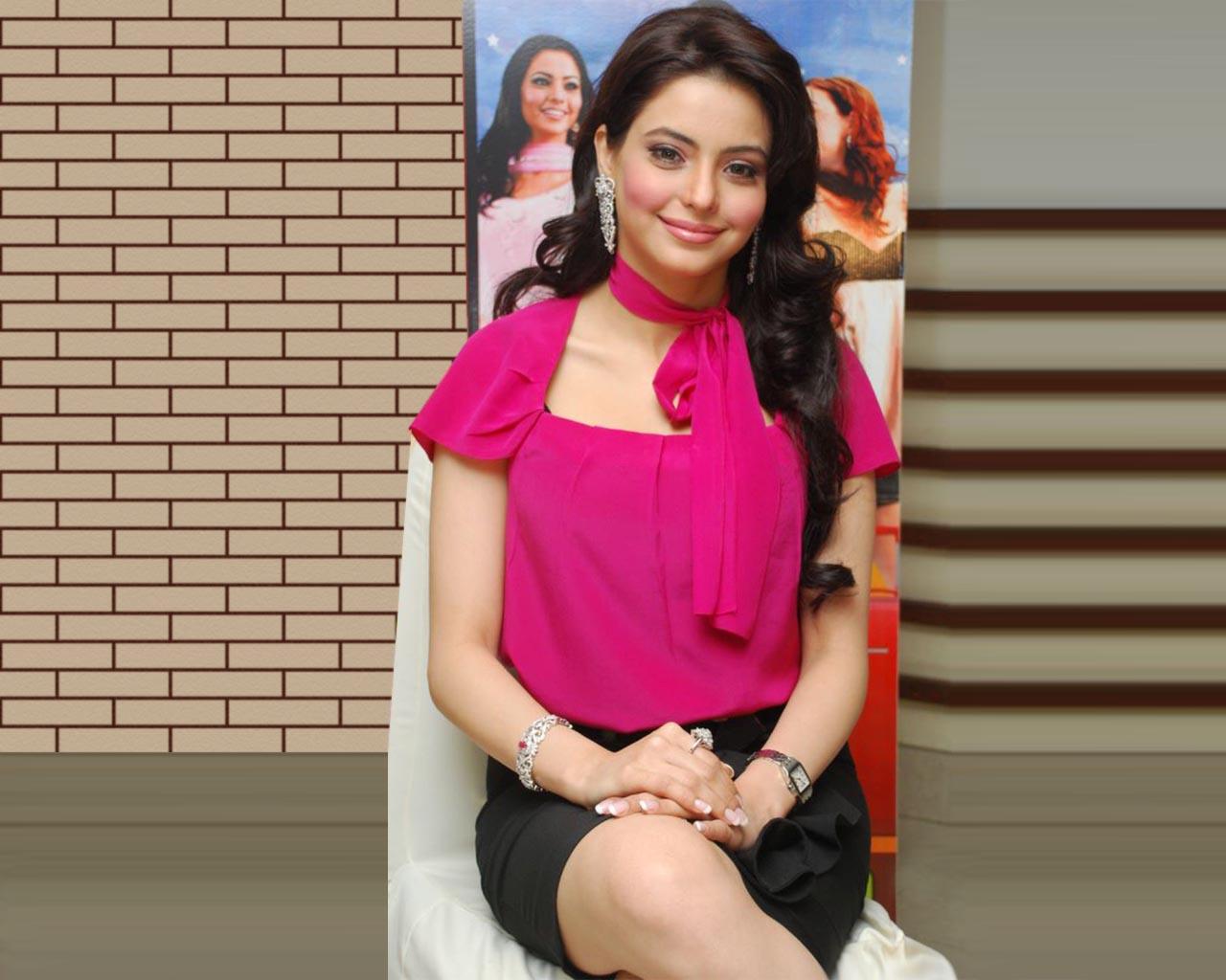http://1.bp.blogspot.com/-q_W5FJFHc-o/T-KsARU4XUI/AAAAAAAAB8I/fgHl5_6rU2g/s1600/actressunseengallery.blogspot.com+amna-sharif-wallpapers+(1).jpg