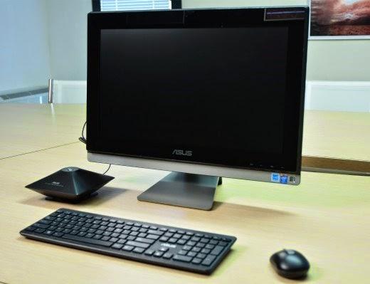 ASUS ET2311 на столе с мышкой и клавиатурой
