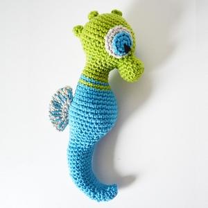 Little Seahorse free crochet pattern