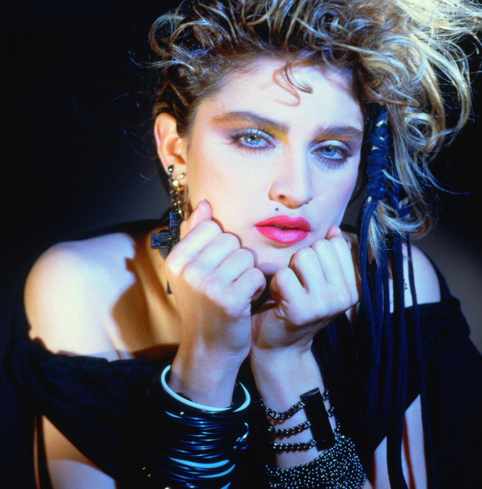 http://1.bp.blogspot.com/-qa5nYRZZB0s/T3I9qLw0hUI/AAAAAAAAgC4/kcjdmoPyn9g/s1600/Madonna.JPG