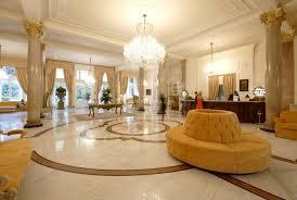Hall garnde sala tipica di alberghi  posta al suo ingresso