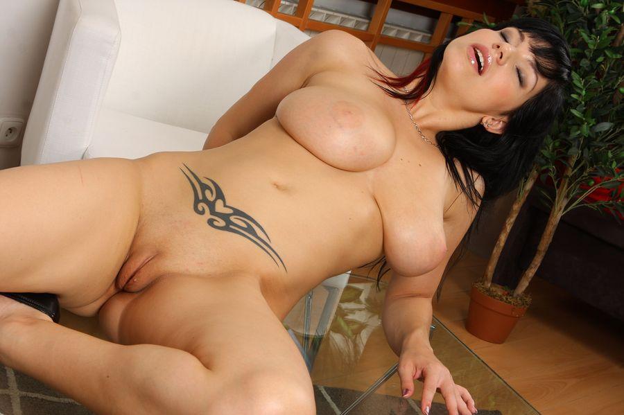 daisy lee nude