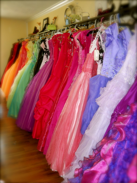 Bandanamom: The Glass Slipper - Prom & Wedding Dress Rentals