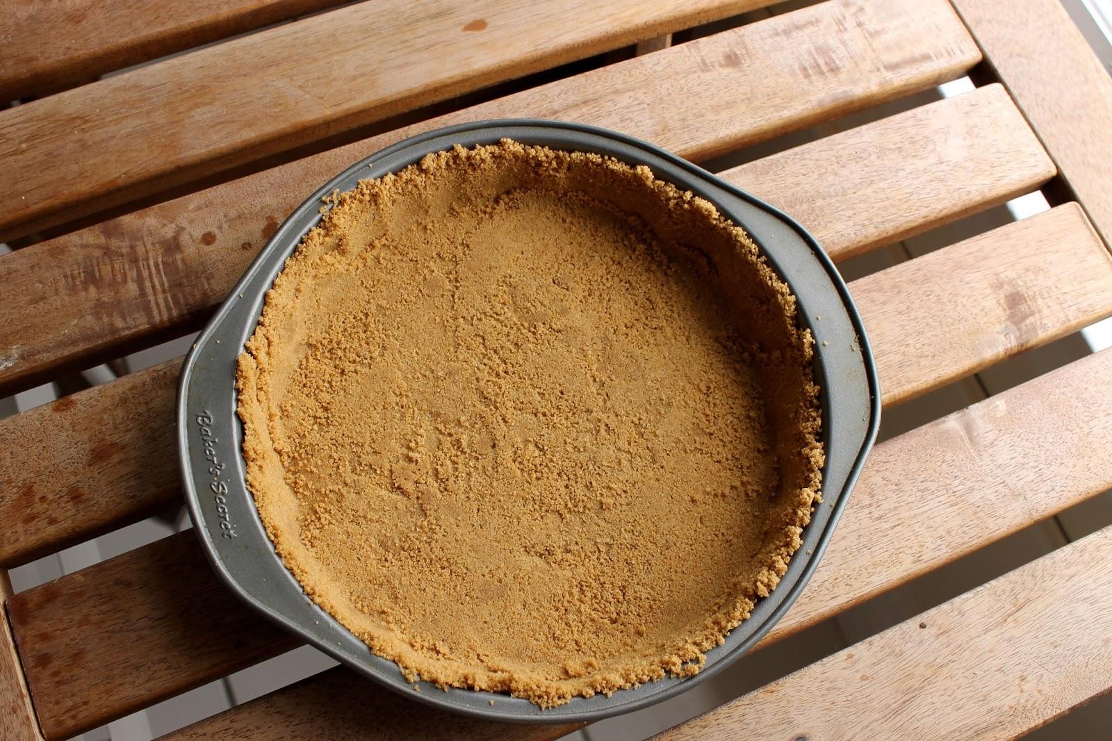 Ladyface blog lemon meringue pie for Lemon meringue pie with graham cracker crust
