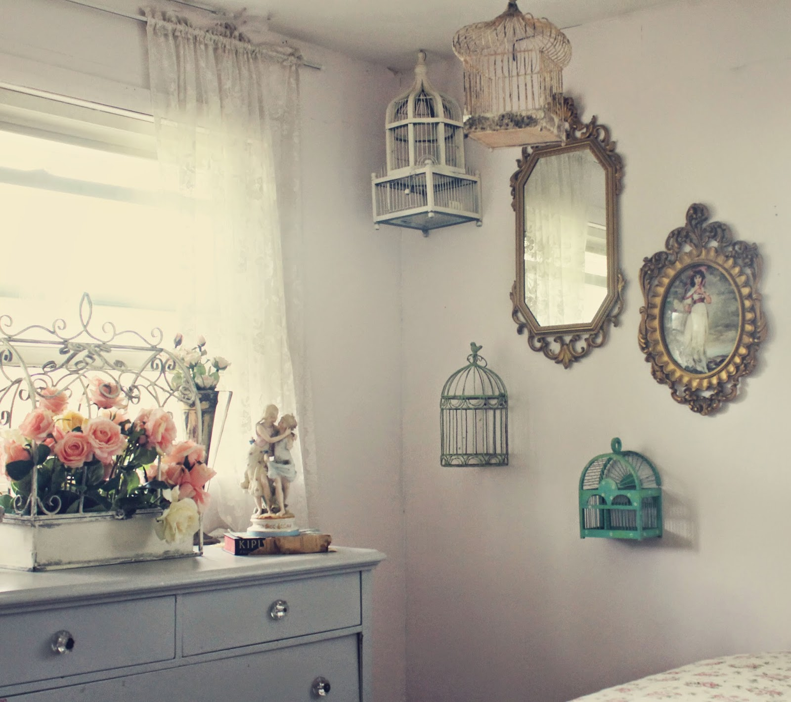 Trois petites filles vintage room for the girls for Fairytale inspired home decor