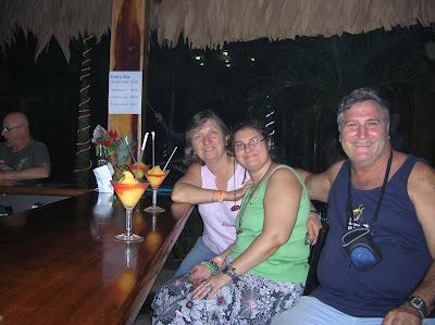 Bar Arenal Hostel Resort, La Fortuna, Costa Rica, vuelta al mundo, round the world, La vuelta al mundo de Asun y Ricardo, mundoporlibre.com