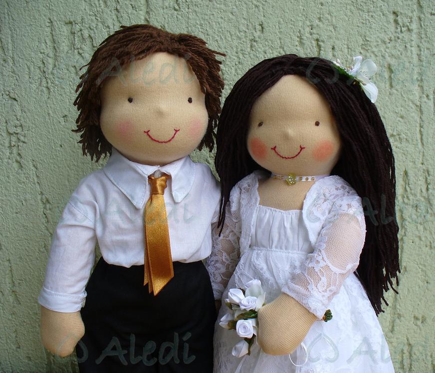 Ez az újabb jegyespár baba egy szépséges fiatal felvidéki párnak készült. A  menyasszony ruháját fénykép alapján az eredetihez hasonlóra igyekeztem  varrni 7509614a87