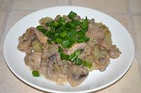 Грибы в сливочном соусе  с картофельным деруном