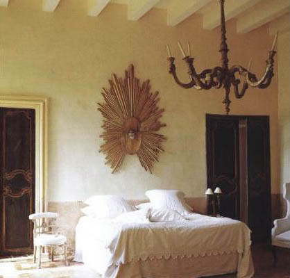 Image via Provencal Escapes, edited by lb for linenandlavender.net, here:  http://www.linenandlavender.net/2010/03/chateau-de-gignac.html