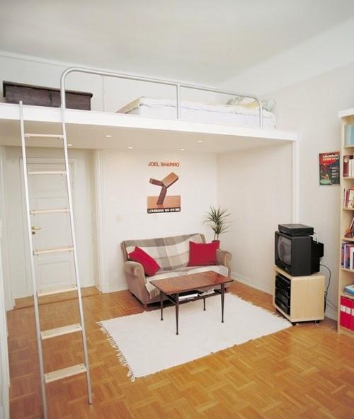 Ideas para espacios pequeños. Salón con cama en altillo.