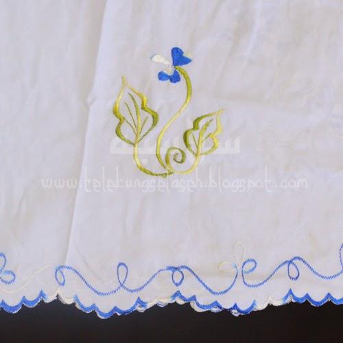 Telekung Vietnam bunga biru royal-putih / daun hijau-kuning sulam bunga timbul