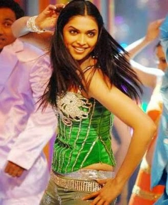 Deepika Padukone Dancing On Stage Hotttest BElly Exposed Pics
