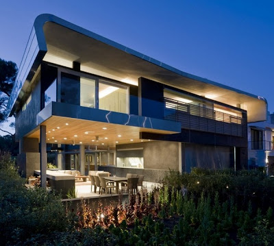 Residence in Los Angeles with Original Architecture Details