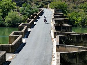 Puente sobre el río Ebro.