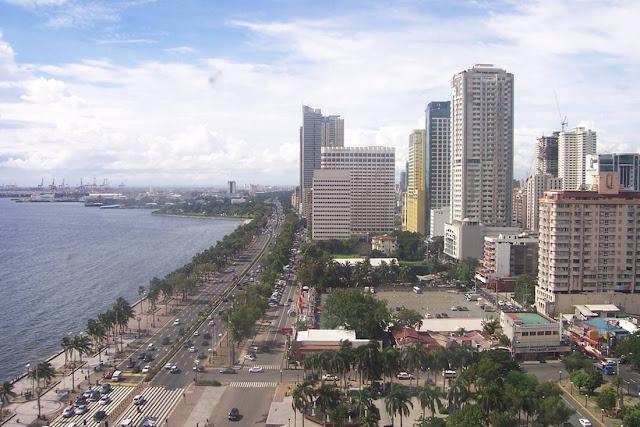 Roxas Boulevard, Manila Bay
