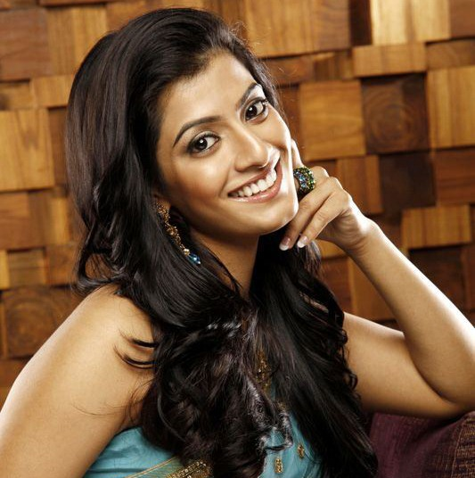 varalaxmi sarathkumar actress hd photos