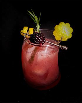 Holidayberry Bramble + xarope de alecrim + sugestão de decor para drinks