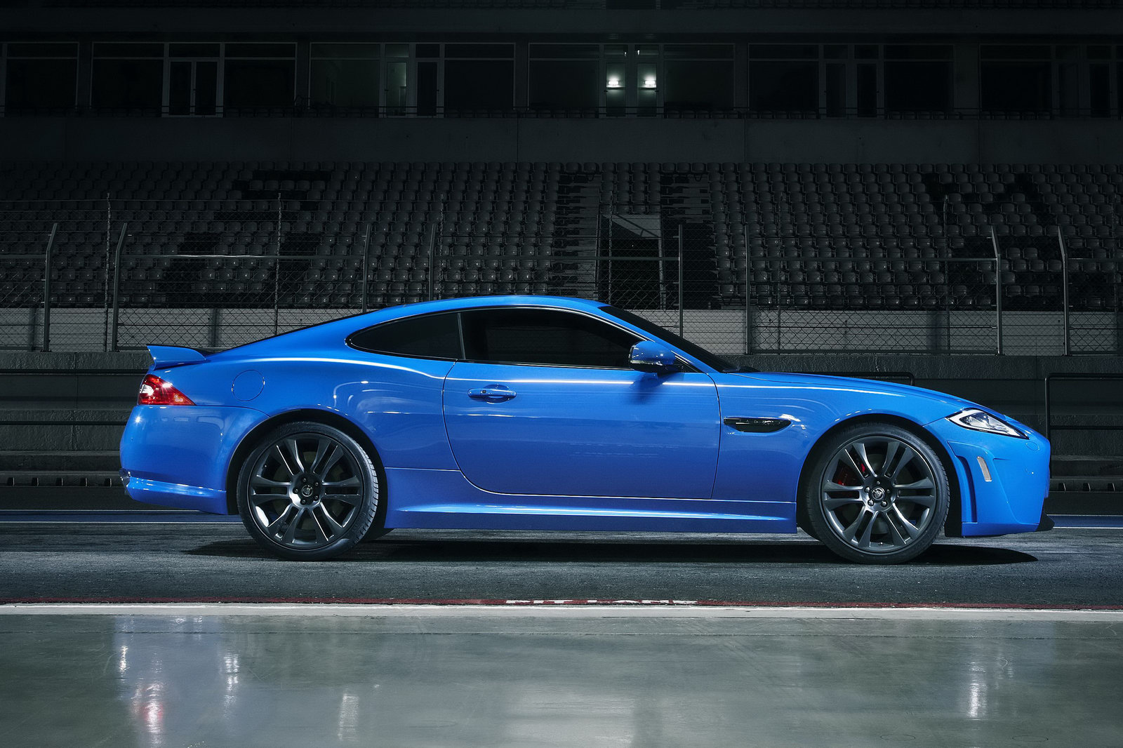 ignitionspeed 2012 jaguar xkr s car reviews and comparisons. Black Bedroom Furniture Sets. Home Design Ideas