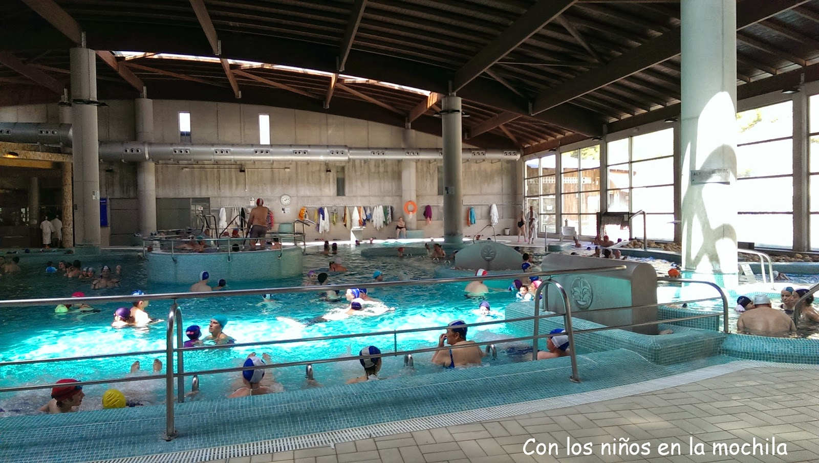 Balneario de archena aguas termales en familia con los for Balneario de fortuna precios piscina