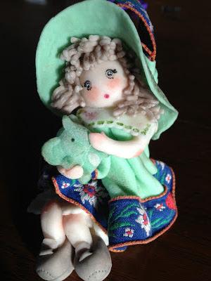 Bambola in pasta di mais, con elefantino