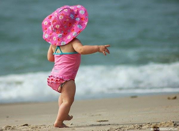 Photo bébé mignon dans la plage