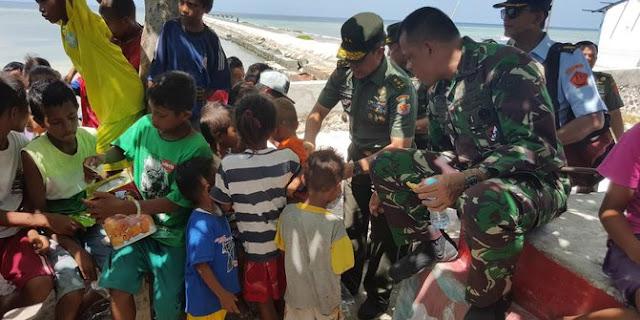 Kisah Lucu Panglima TNI Saat Kunjungi Pajurit di Indonesia Timur