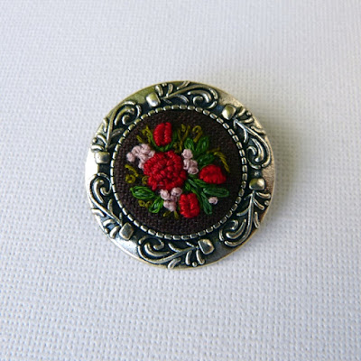 haft rococo, embroidered brooch, haftowane róże, haftowany, broszka, z haftem, embroidered jewerly,broszka vintage, medalion z haftem, handmade jewerly, vintage jewerly, biżuteria retro, haft na lnie,