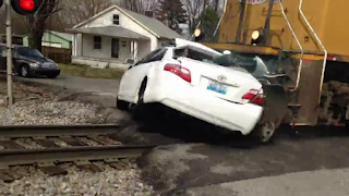 Video of Train - Car Collision in Louisville, Kentucky