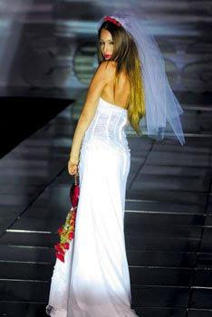 pampita con vestido de novia