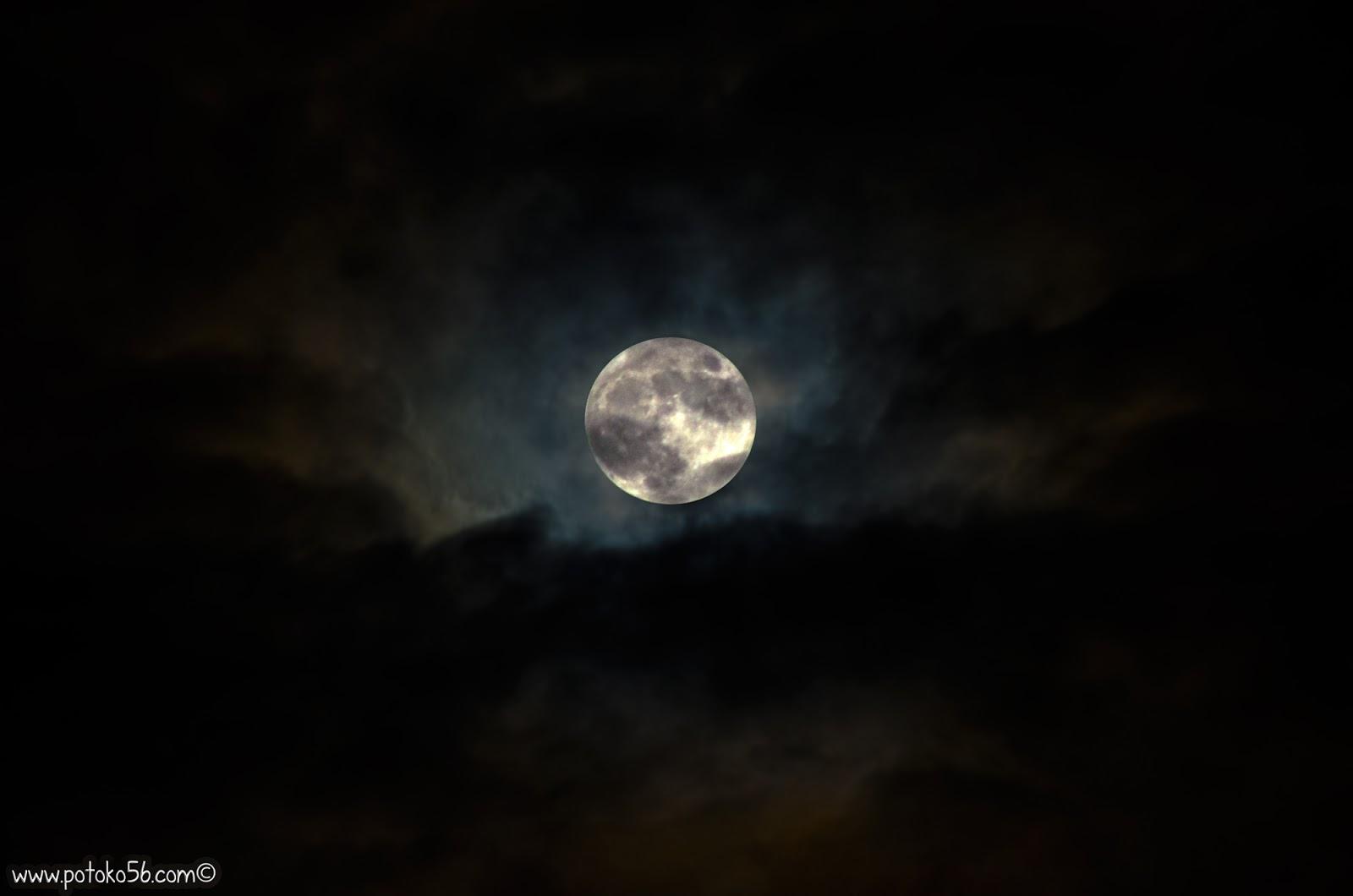Luna de anoche con nubes en Rota