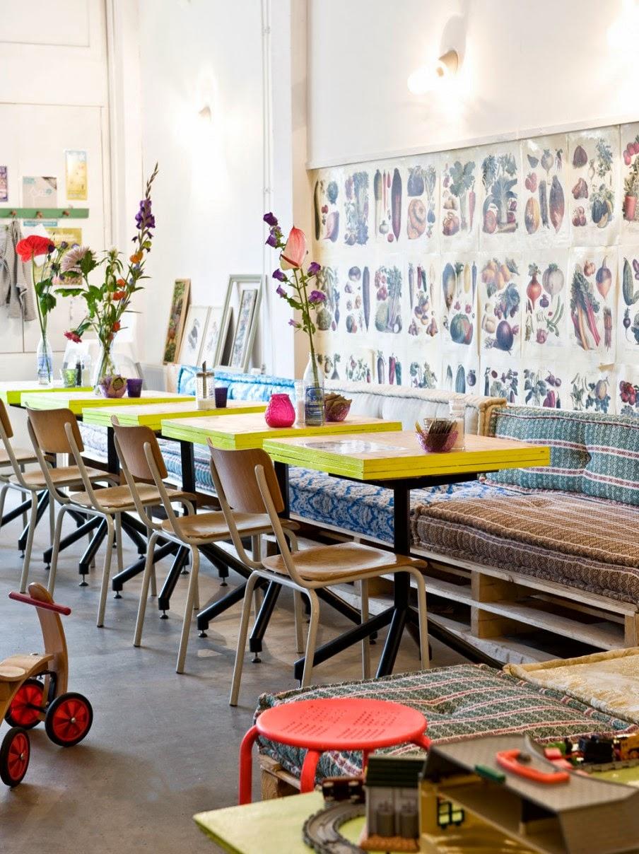 Leuk idee, schilder de oude schoolstoelen van www.werkplaats35.nl ...