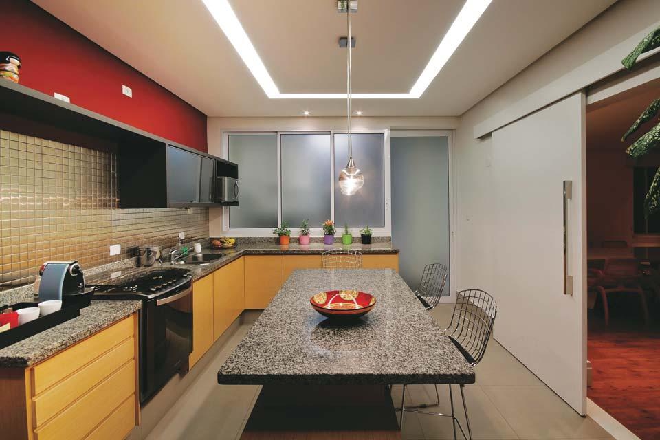 DLEO  Distribuidora Leoni Oito exemplos de boa iluminação na cozinha # Iluminacao De Cozinha Com Ilha