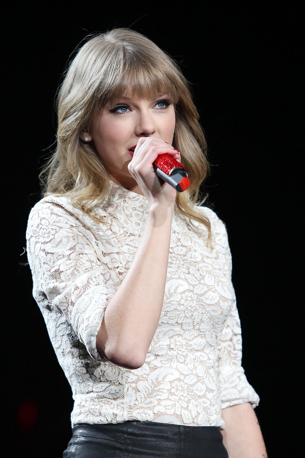 Taylor Swift - On stag...