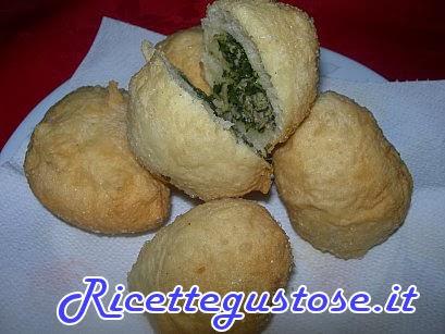 http://www.ricettegustose.it/Antipasti_vari_html/Krapfen_salati_cicoria_e_salsiccia.html