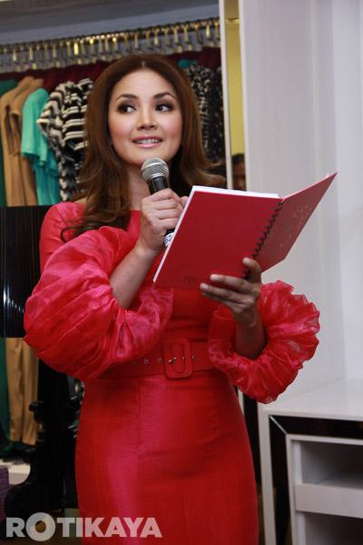Selain Kolaborasi Khas Bersama Pereka Fesyen Terkenal Rizman Ruzaini