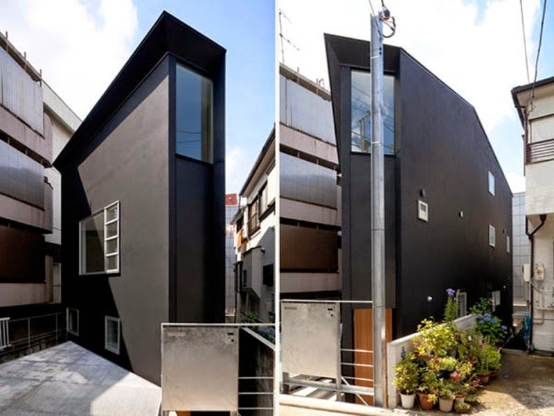 Black Exterior Design In Extraordinary Japanese Home Building Completed With White Splashes Through The Windows: architecture