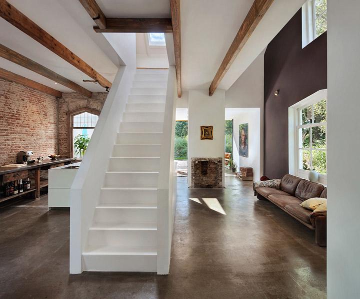 cambio de uso de estacion a vivienda-recuperacion de casas-escalera blanca