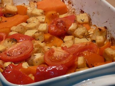 Tofu Assado com Tomate, Abóbora e Alecrim (vegana)