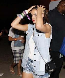 Bruna Marquezine, que não tem mais o mesmo peso depois que deixou de ser namorada de Neymar, foi totalmente ofuscada num festival de música pela bela Camila Queiroz, a Angel da novela Verdades Secretas