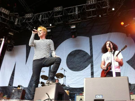 #hotsights: Gerard Way goes for a blonde look again (photos)!