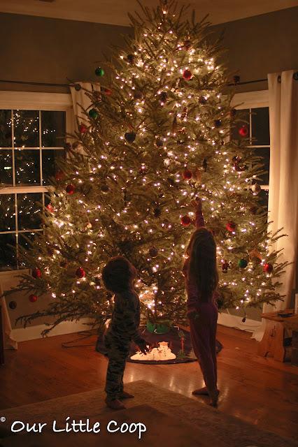 advent calendar, Christmas, DIY, burlap bags, tree, advent calendar, christmas, DIY, burlap bags, DIY, advent, calendar, christmas, decorations, make, how-to, burlap, home, lights, elf on the shelf