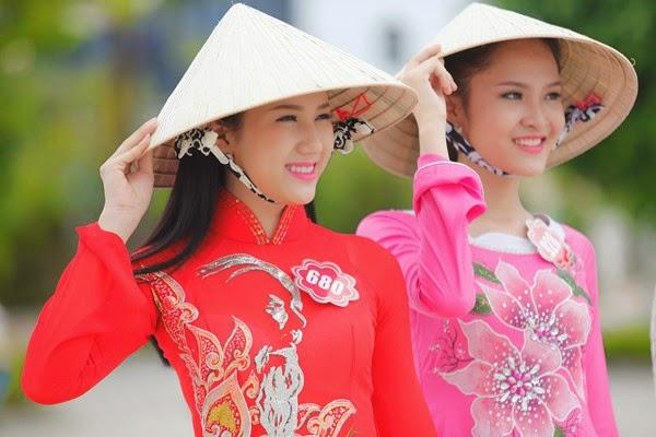 Hoa hậu phía Nam duyên dáng trong tà áo dài