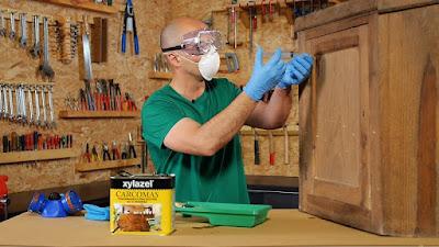 Eliminar la carcoma y tratar y proteger los muebles. www.enredandonogaraxe.com
